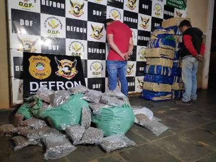 Dupla é presa com Hilux, quase meia tonelada de maconha e R$ 37 mil em skunk