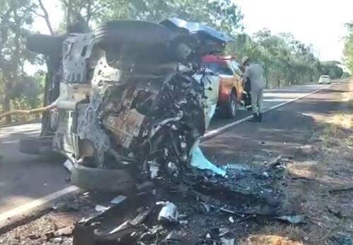 Jeep ficou completamente destruído após o impacto.l (Foto: Divulgação)