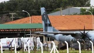 Embarque dos novos pacientes na Base Aérea de Campo Grande (Foto: Divulgação)