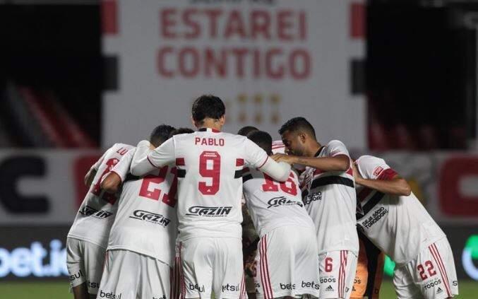 Comemoração dos jogadores do São Paulo após a vitória desta noite. (Foto: Rubens Chiri / saopaulofc.net)
