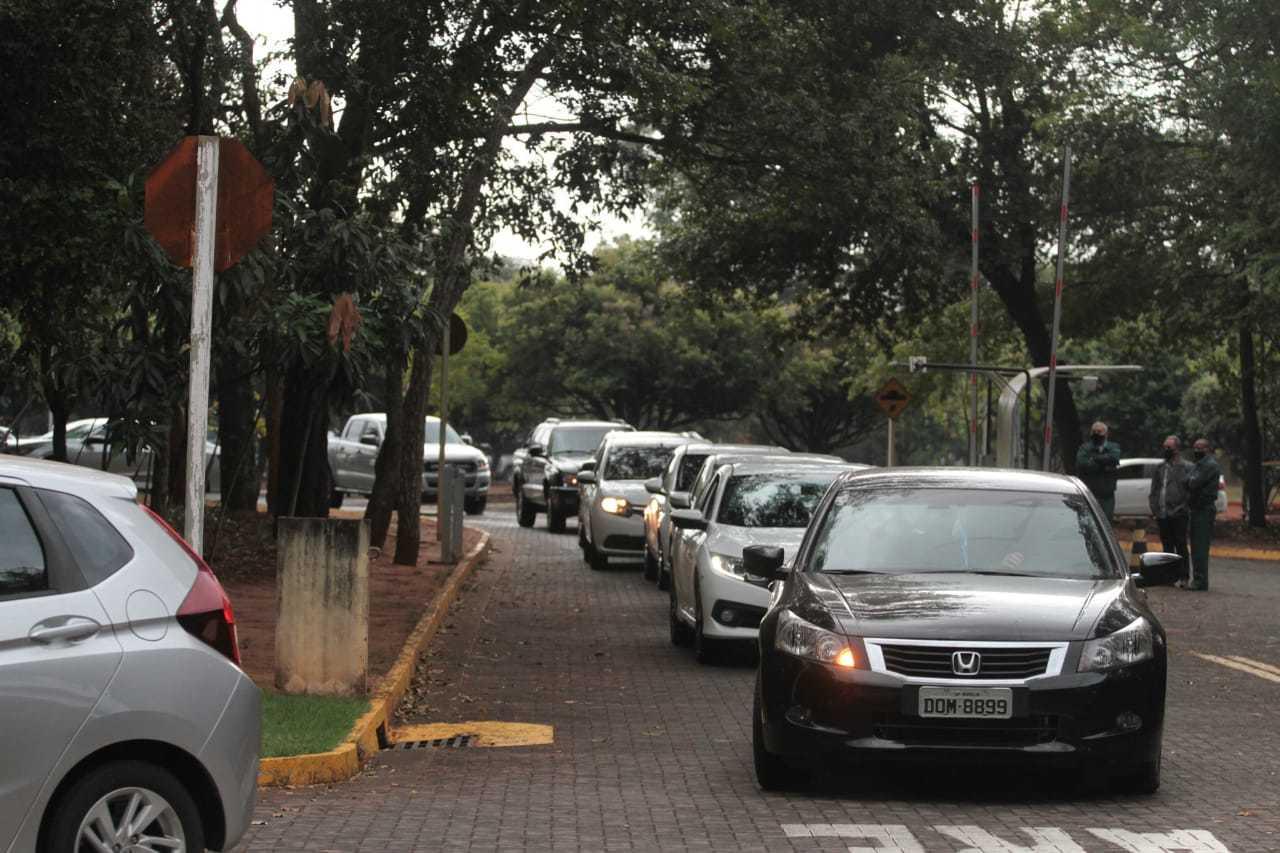Funcionários do TCE-MS foram dispensados do trabalho nesta manhã (Foto: Marcos Maluf)