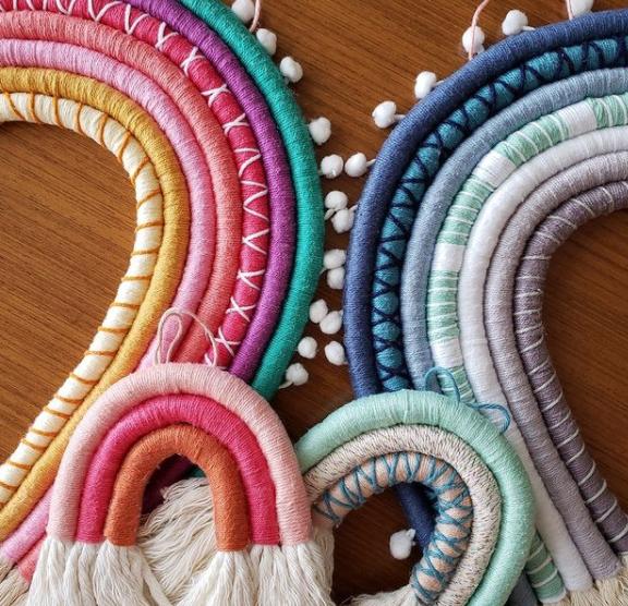 Conjunto de arco-íris feito para uma família. (Foto: Reprodução Redes Sociais)