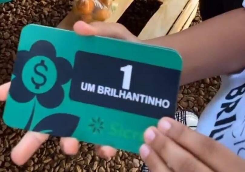 """Um """"brilhantinho"""" equivale a um real e só pode ser usado na feira de orgânicos (Foto: Divulgação)"""