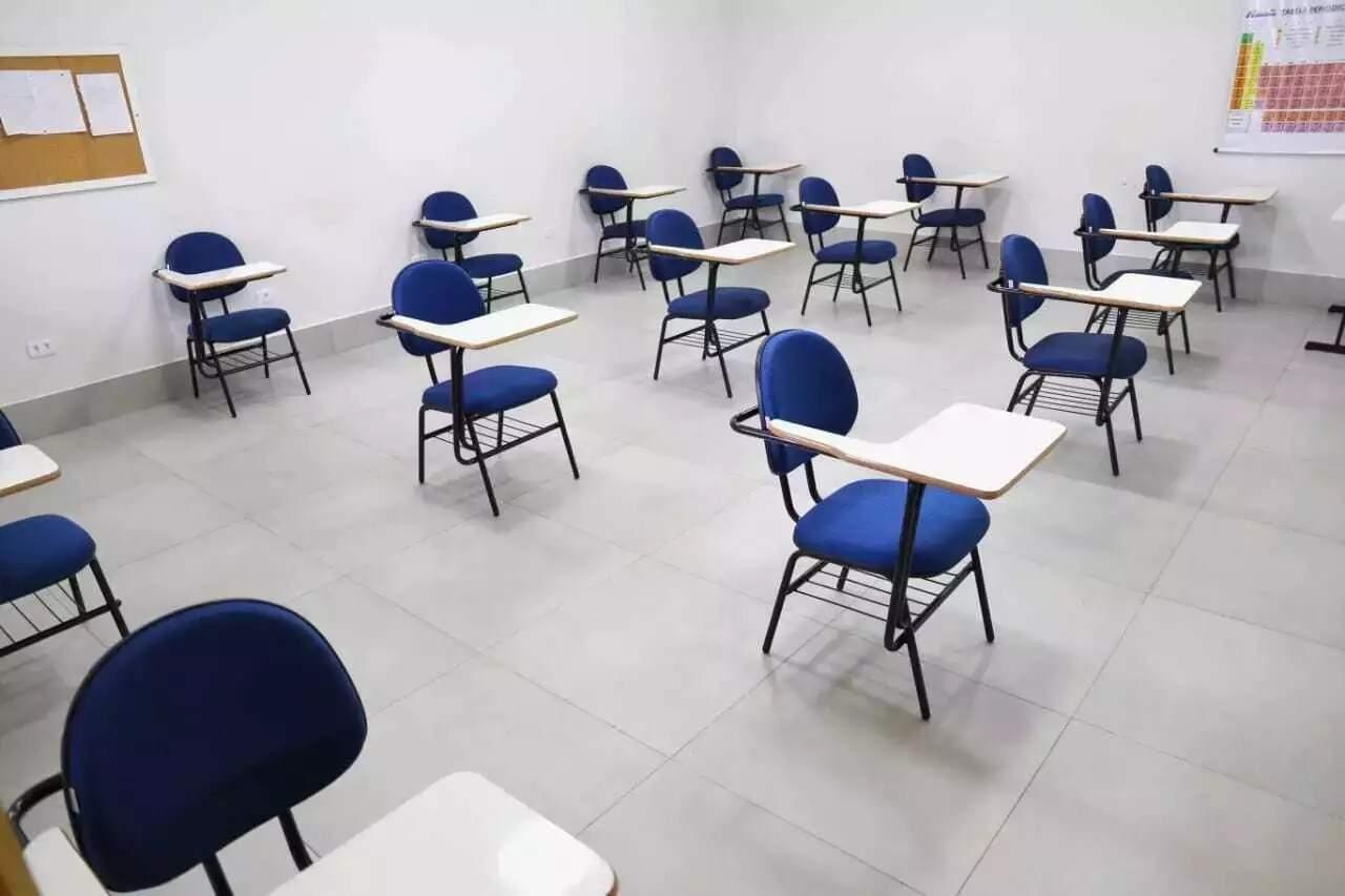 Carteiras vazias em escola particular de Campo Grande. (Foto: Arquivo)