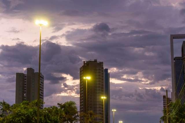 Céu nublado, tempo instável e temperaturas amenas predominam nesta quinta-feira