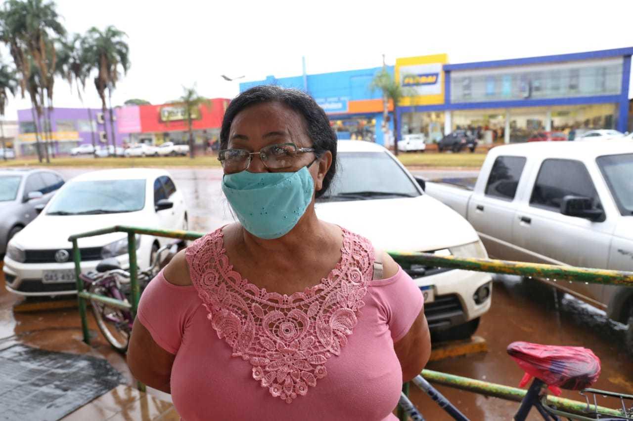 Já dona Maria revela a reportagem que está indecisa, assim como toda a sua família (Foto: Paulo Francis)