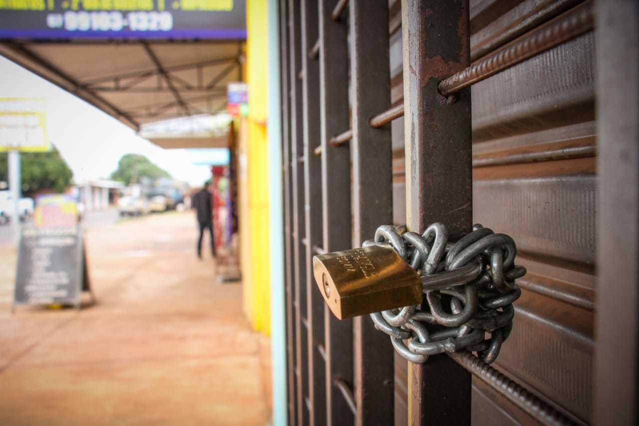 Fiscalização mesmo, bairro diz que nunca viu acontecer, mas lojistas garantem que vão fechar as portas. (Foto: Henrique Kawaminami)