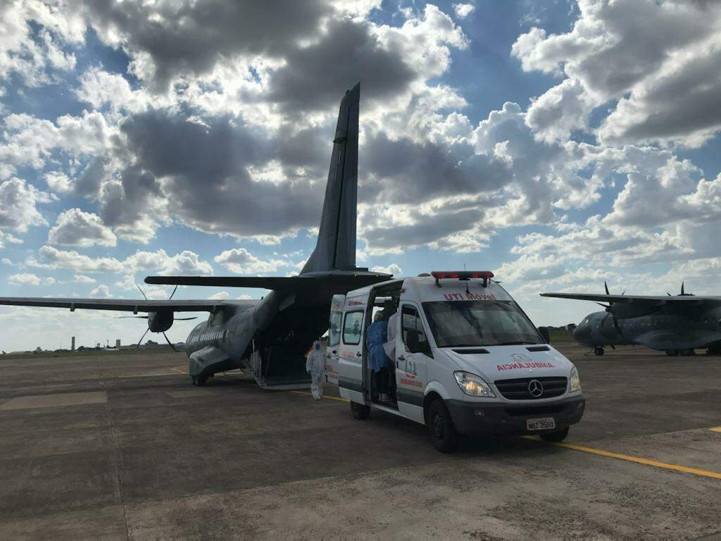 Paciente de MS sendo transferido a outro estado. (Foto: Governo de MS)