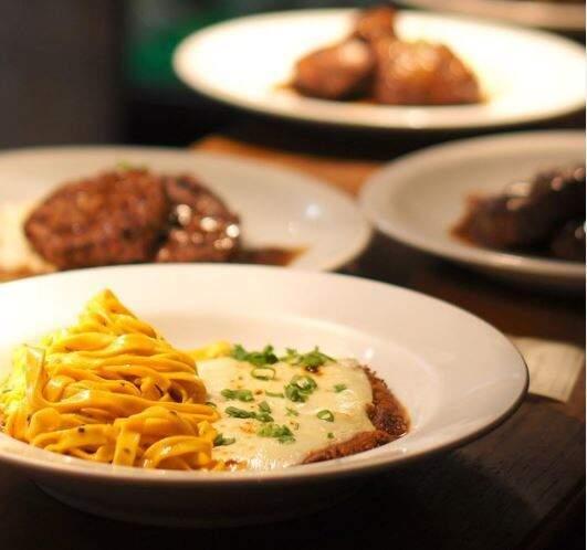 Restaurantes vão servir massas, carnes e até comida japonesa em menus especiais. (Foto: Reprodução Facebook Território do Vinho)