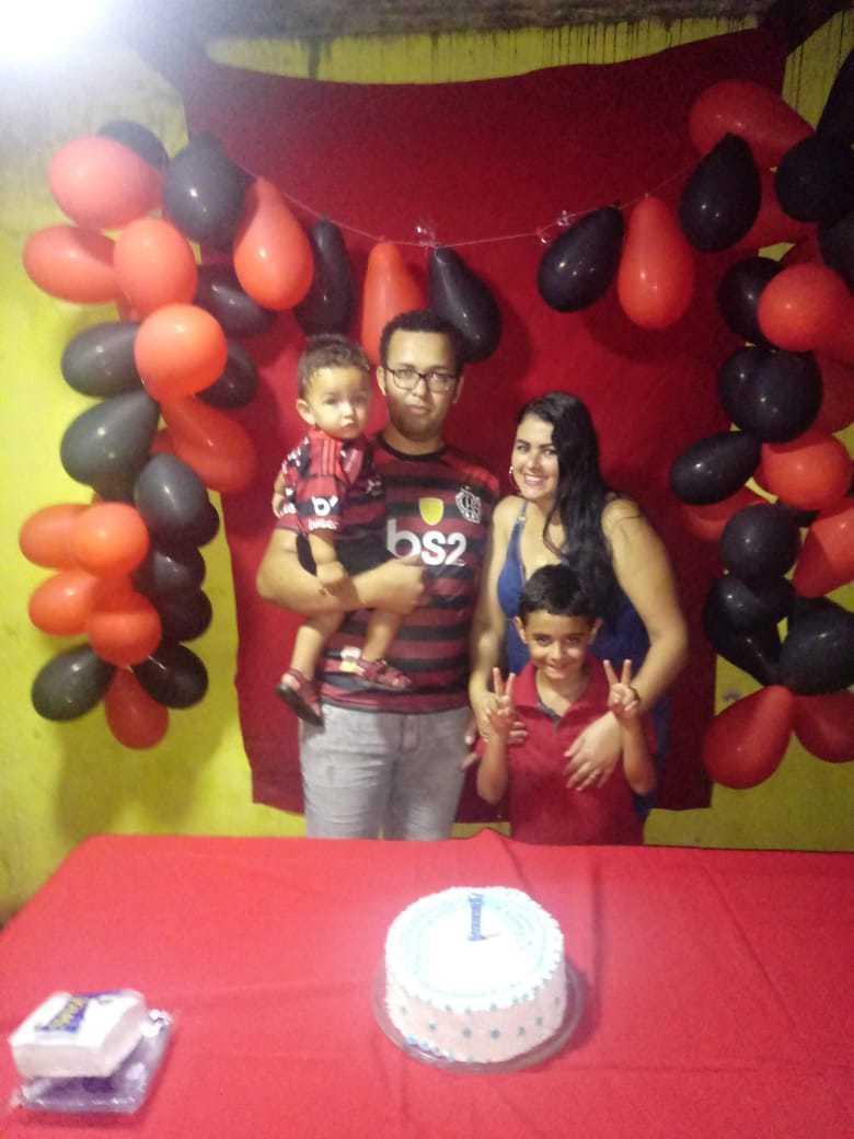A família de Jaqueline e Fernando completa. (Foto: Arquivo Pessoal)