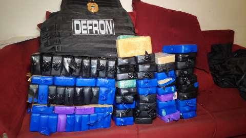 Traficante pula muro e abandona 76 quilos de cocaína em entreposto do tráfico
