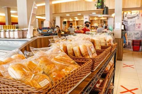 Lanchonetes e padarias abrem e consumação no local está permitido
