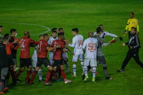 Vasco marca 2 gols em três minutos, vira sobre o Brasil e vence a 1ª na Série B