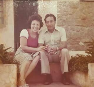 Jairdes e Jacinto, com poucos anos de casados na frente de casa.