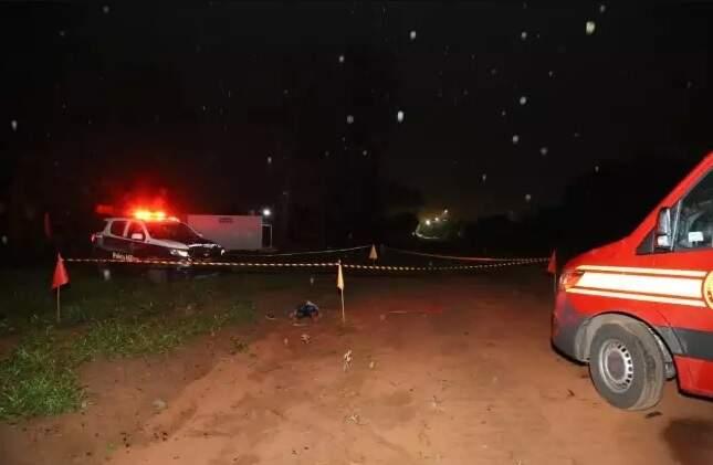 O corpo foi localizado na Rua Marines Souza Gomes na região do Residencial Oiti (Foto: Kisie Aionã)