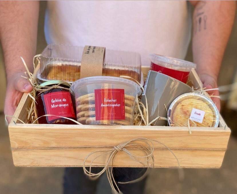 É possível montar uma cesta com doces e dar de presente em qualquer ocasião. (Foto: Reprodução Redes Sociais)