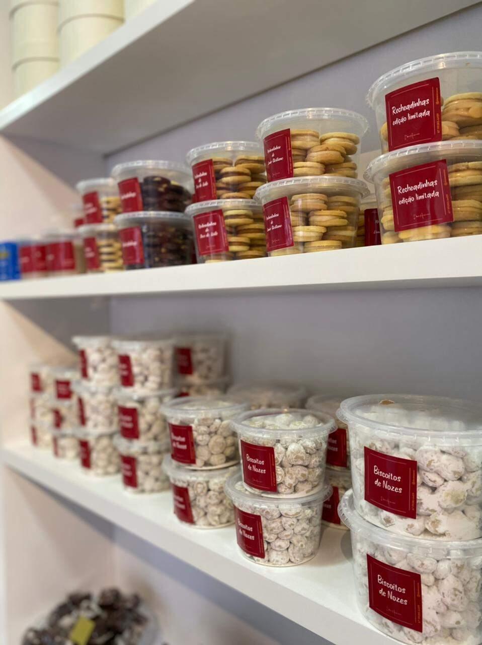 São biscoitos de diversos sabores, inclusive sem chocolate para quem não é muito chegado a doce. (Foto: Reprodução Redes Sociais)
