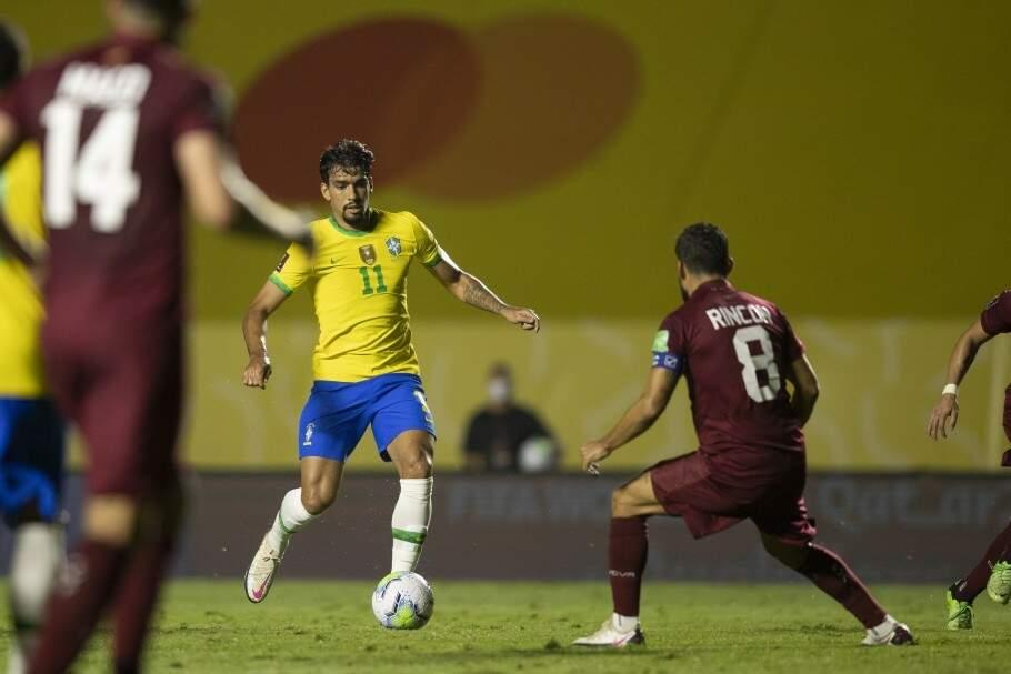 Lucas Paquetá com a camisa da Seleção Brasileira; time estreia hoje contra a Venezuela (Foto: Lucas Figueiredo/CBF)
