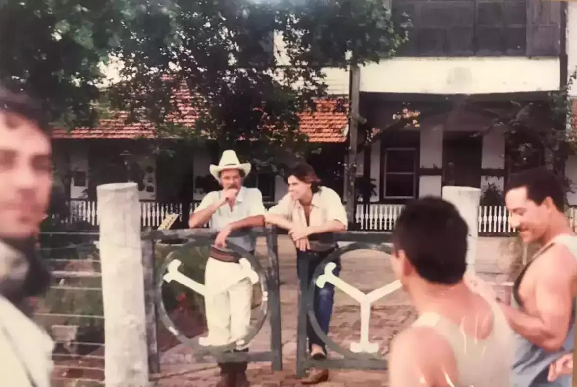 Atores da fazenda em gravação da novela original nos anos 90. (Foto: Luiz Henrique Rondon)