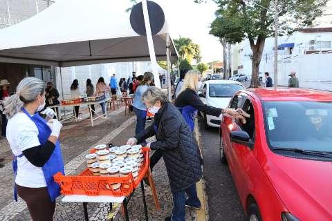 Não deu para quem quis: igreja prepara mais 1,2 mil bolos de Santo Antônio