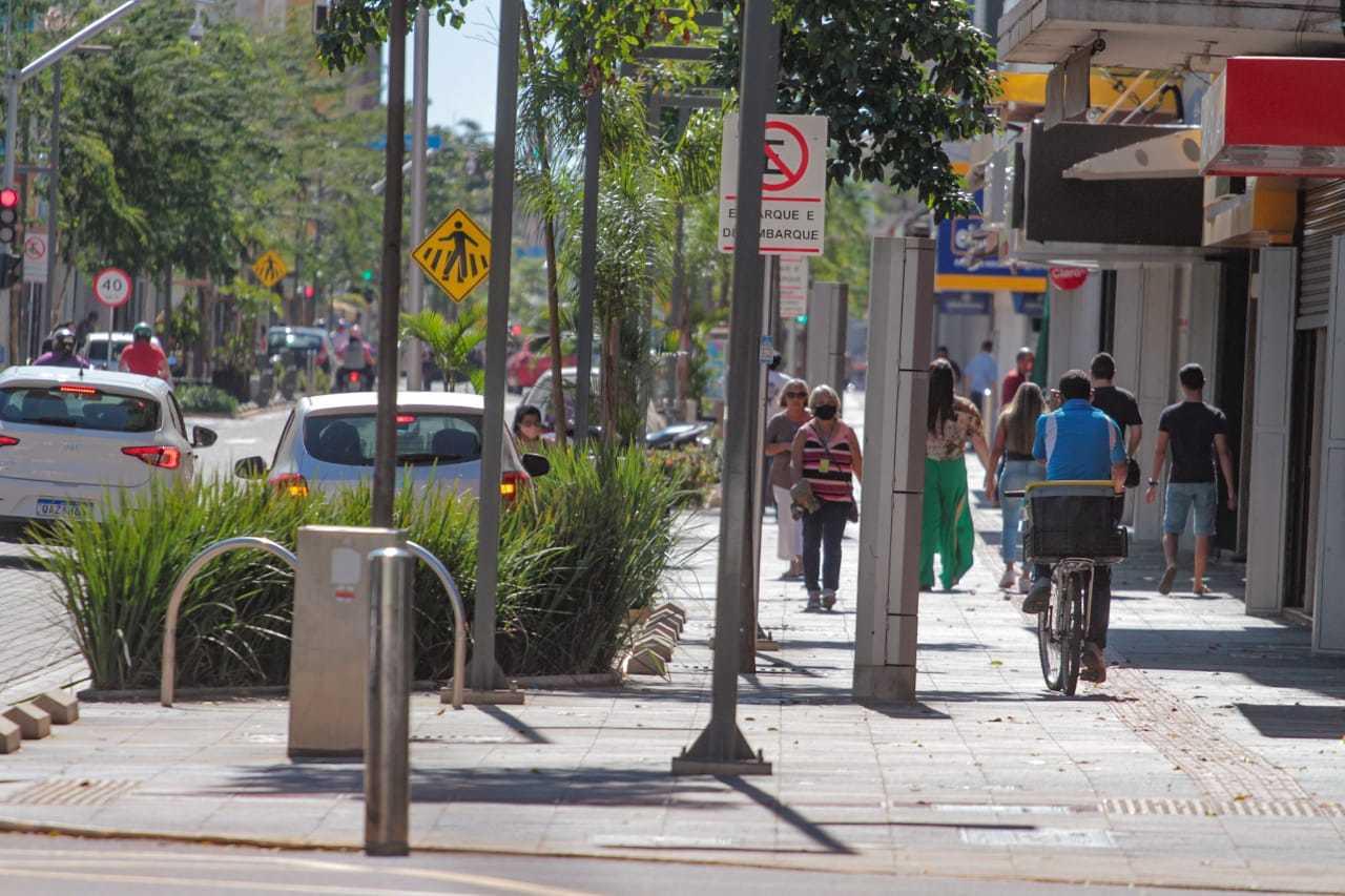Público circulou como se esta fosse uma segunda-feira de funcionamento normal. (Foto: Marcos Maluf)