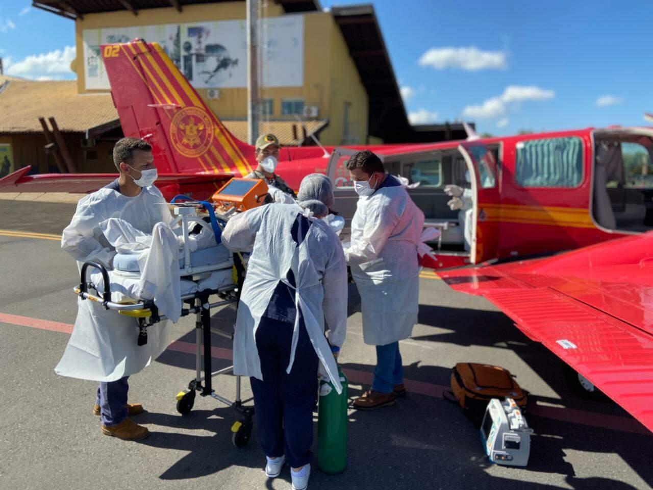 Primeira paciente transferida de MS foi de Bonito para Rondônia. (Foto: Governo de MS)