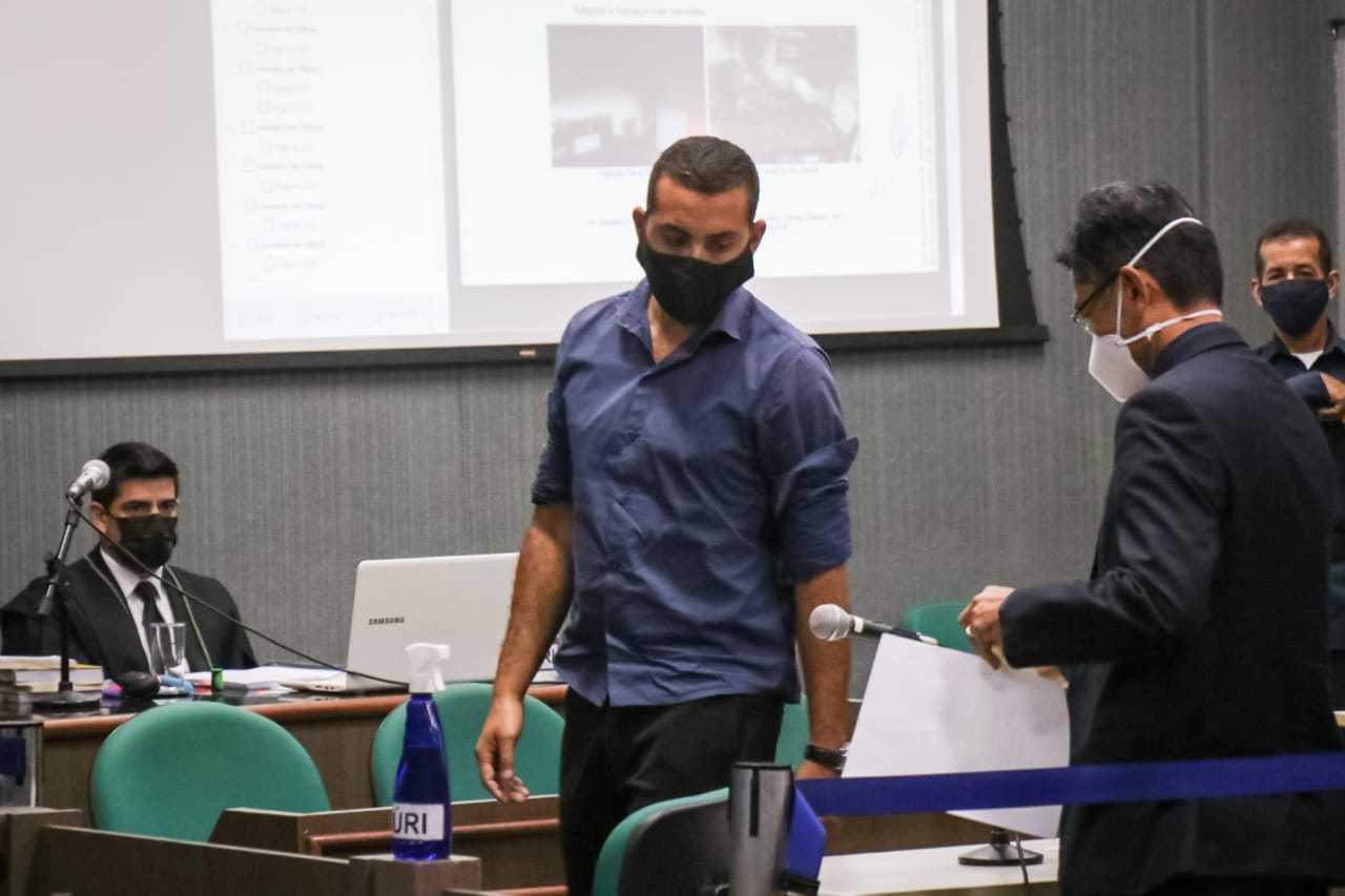 Maggayver durante julgamento realizado nesta manhã no Tribunal do Júri (Foto: Henrique Kawaminami)