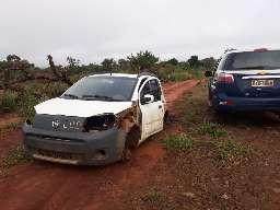 Ladrões levam até placa e dono só consegue recuperar carcaça e volante de carro