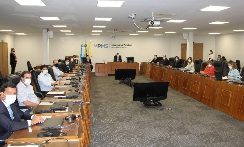 Reunião realizada ontem à noite com MPMS, governo e prefeitura, após descumprimento do Prosseguir (Foto/Divulgação: MPMS)