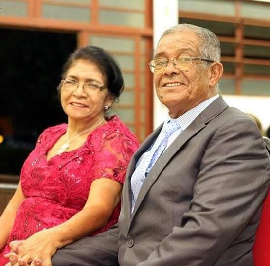Pedro com a esposa, com quem completaria 55 anos de casamento em 11 de junho. (Foto: Arquivo da família)