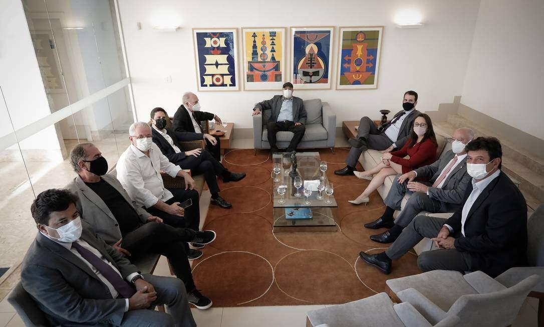 Articulador do encontro, o ex-ministro da Saúde Luiz Henrique Mandetta, à direita (Foto Pablo Jacob / Agência O Globo)