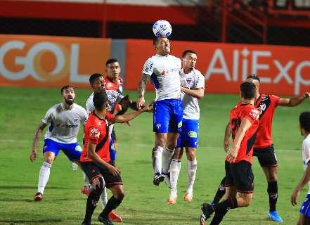 Fortaleza empata com Atlético-GO e fica isolado na liderança do Brasileiro