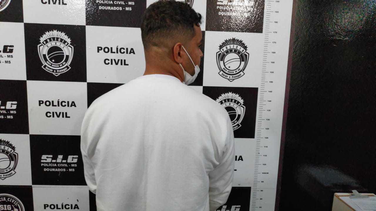 Douglas foi preso em flagrante por tráfico e indiciado por tentativa de latrocínio (Foto: Adilson Domingos)