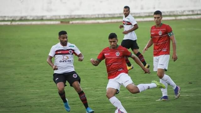 Na estreia, Águia Negra - de branco - perdeu fora de casa por 4 a 0 para o Boa Esporte (Foto: Mário Purificação/Boa Esporte)