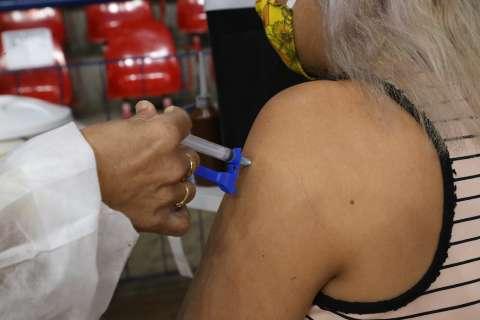 Vacinação contra covid recomeça no início da tarde em 35 pontos da Capital