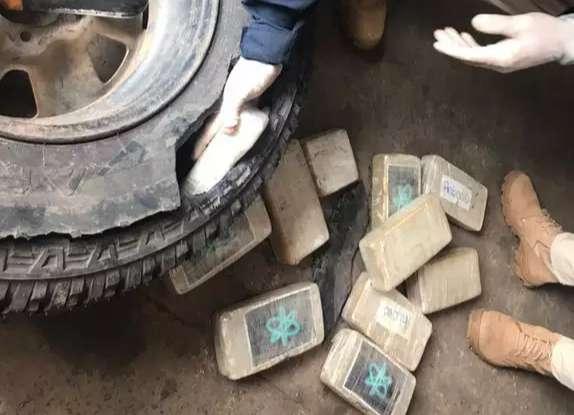 Três são presos com  85kg de pasta base de cocaína em  camionete