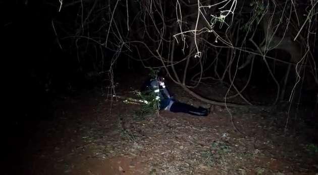 Mulher de detetive é arrastada para matagal e executada com tiro na cabeça