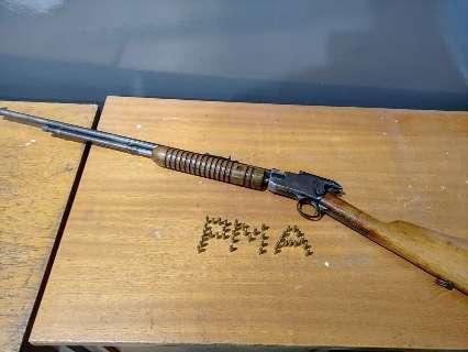 Homem é preso com rifle e suspeita é de caça ilegal em cidade de MS