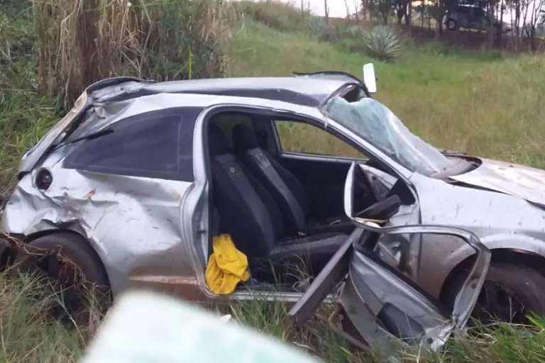 Jovem de 24 anos morre em acidente depois de ser arremessado de veículo