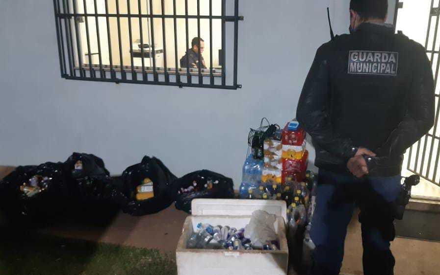 Guarda apreendeu bebidas e material de som das festas. (Foto: Divulgação)