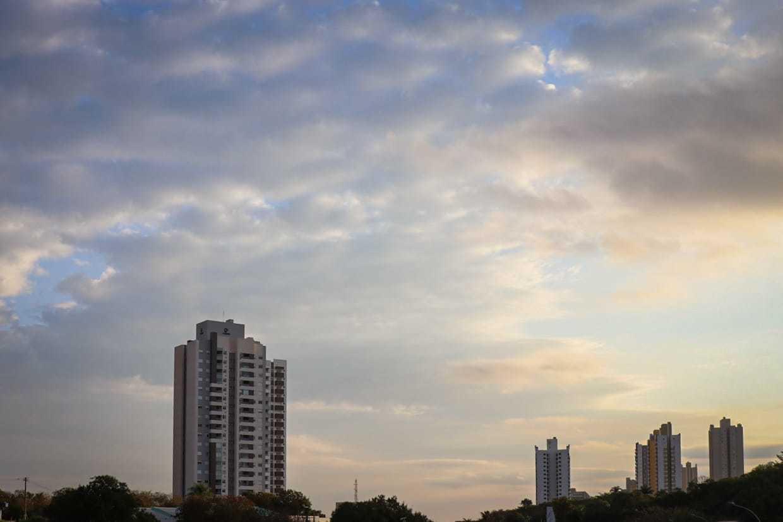 Na tarde deste sábado termômetros marcaram 20°C na Capital. (Foto: Henrique Kawaminami)