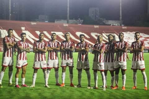Náutico marca 2 gols no fim, vence Botafogo e mantém liderança da Série B