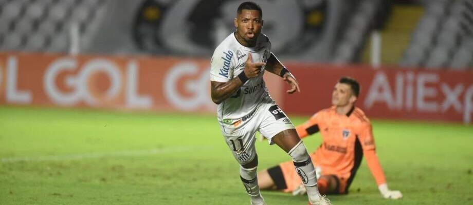 Marinho comemora ao marcar gol sobre o São Paulo (Foto: Divulgação)
