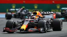 Verstappen ultrapassa Hamilton a duas voltas do fim e vence GP da França