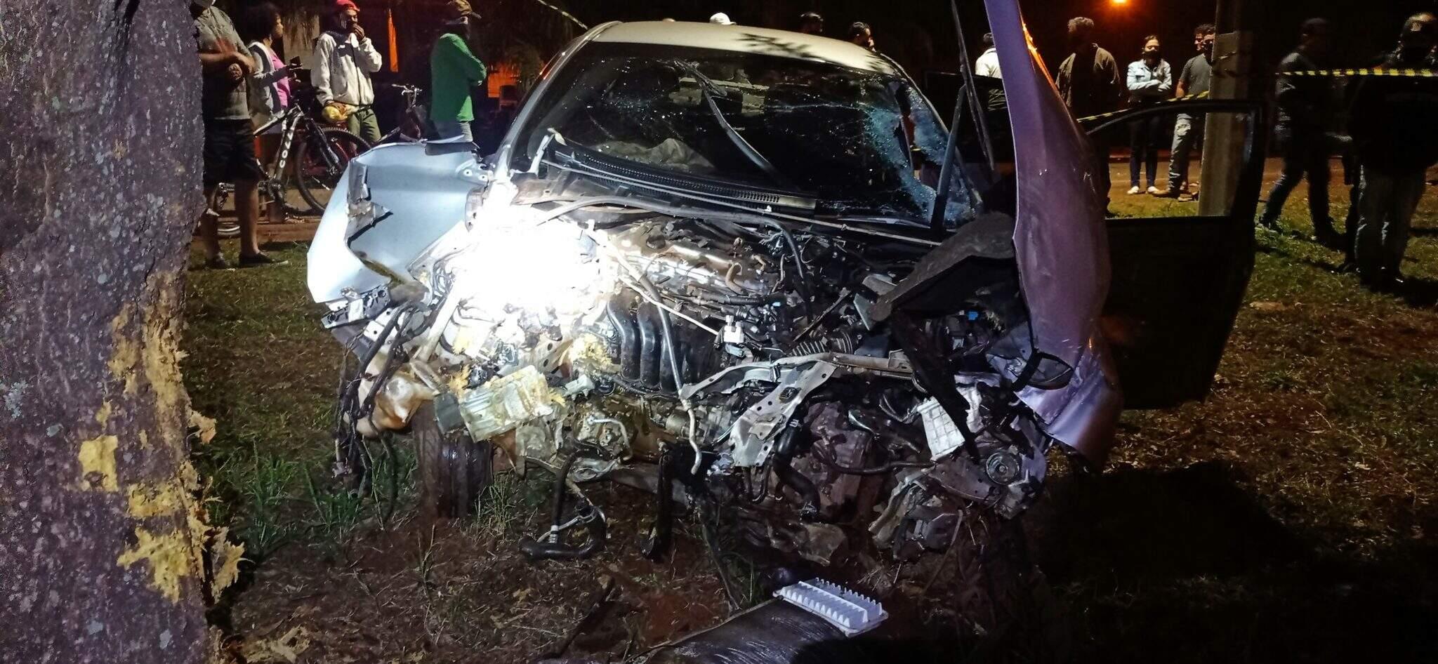 Dianteira de Corolla ficou completamente destruída em acidente (Foto: Rio Brilhante em Tempo Real)