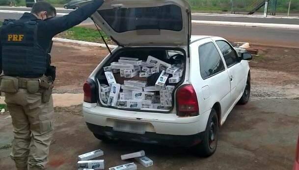 Veículo abarrotado de cigarros contrabandeados do Paraguai. (Foto: PRF)