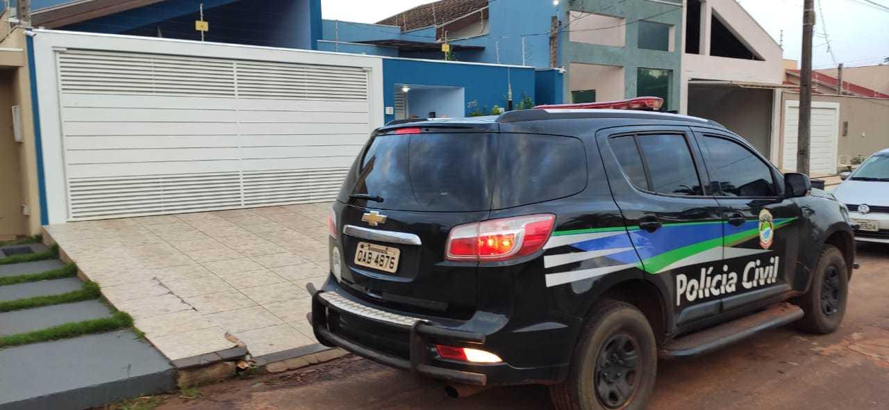 Polícia Civil de Mato Grosso do Sul durante buscas em um dos alvos da operação (Foto: Divulgação)