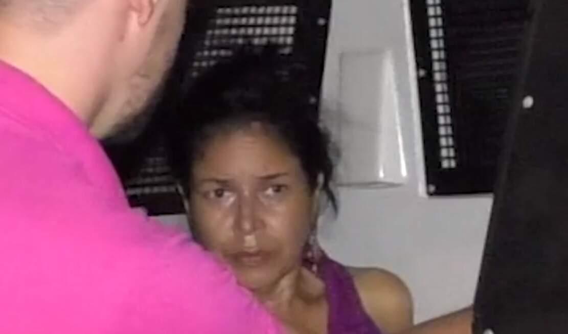 Cintya Chagas Costa no dia em que foi presa pela morte da mãe, em 22 de outubro de 2018 (Foto: Hoje Mais)
