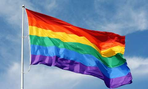 Semana do Orgulho LGBT tem lives e ações em praça