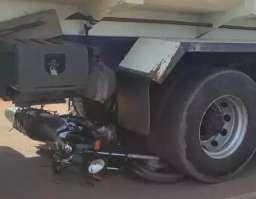 Acidente entre moto e caminhão-caçamba mata músico de 46 anos